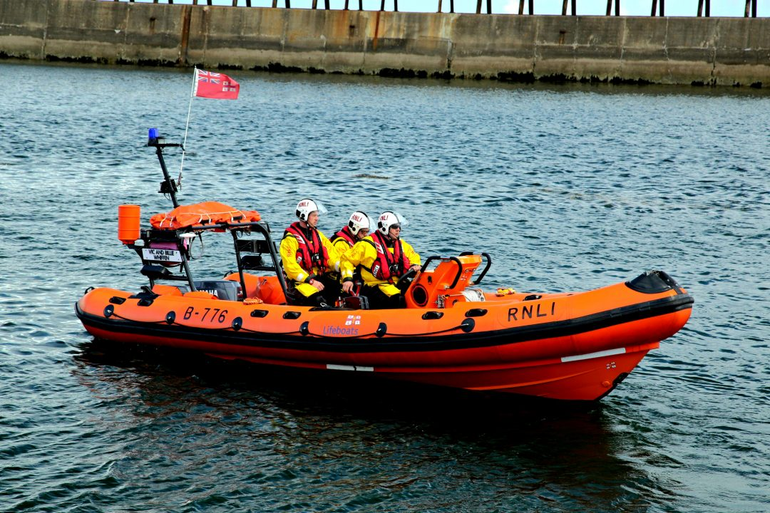 *Launch*Blyth RNLI come to the aid of vessel requiring assistance